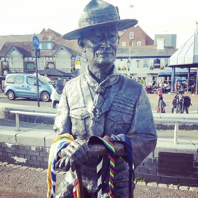 Poole statua di Baden Powell #assoraider #scout #scouting #scoutmate #scoutlove #scoutgram #scoutlife #bescout #beprepared #1907 #scouts #lovescout #escotismo #escoteiro #instascout #england #poole #brownsea #bp #clickescoteiro #diaescoteiro #assoraider_scout #proudtobeascout #scoutcamp #instalife #badenpowell #pañoletas #fazzolettoni